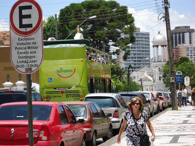 A jardineira - ônibus panorâmico hop-on/ hop-off