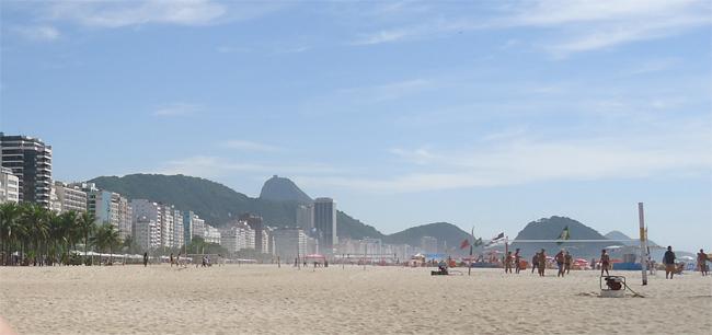 Copacabana - uma das mais movimentadas praias do Brasil.