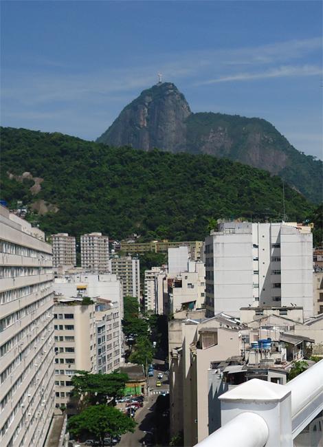 Fundos de Copacabana, vista para o Cristo.