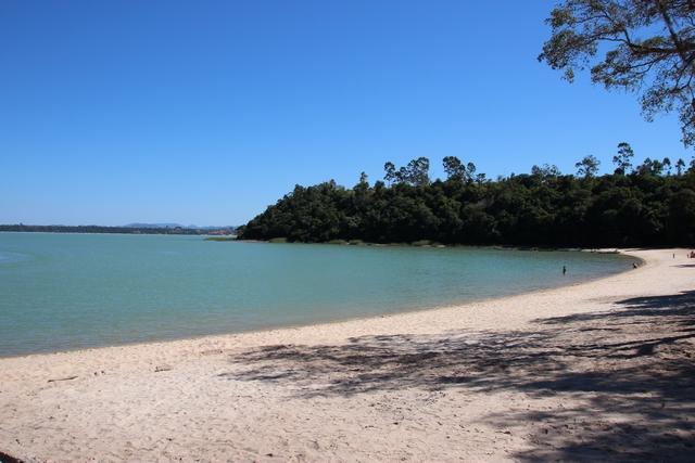 Lagoa Juparanã - praias de areias branquinhas
