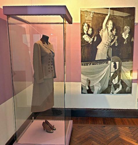 Quando Evita anuncia a liberação do voto feminino