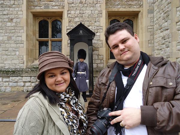 Nós e um dos famosos guardas da rainha...