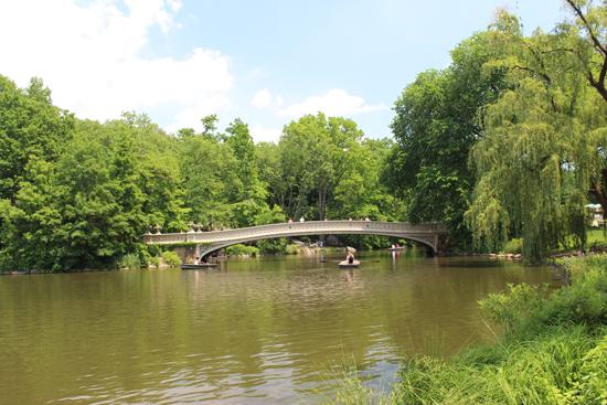 A ponte sobre O Lago. Muitas fotos lindas e românticas podem ser feitas aqui. - um lugar maravilhoso.
