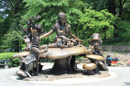 Alice e seus companheiros, em pleno Central Park...