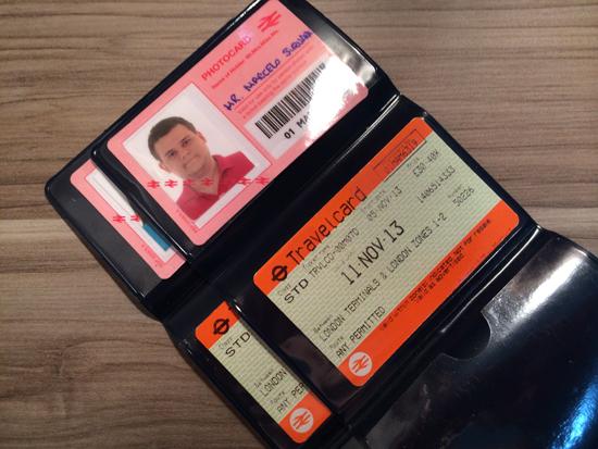 Nossos Travelcards com Fotocards. Você deverá apresentá-los na aquisição dos ingressos em cada atração.