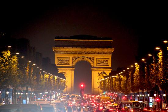 Tradicional vista da Champs-Elysées. Não poderíamos deixar de registar essa vista.