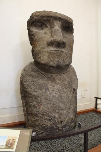 Um dos imensos Moai da Ilha de Páscoa - quer um chiclete?