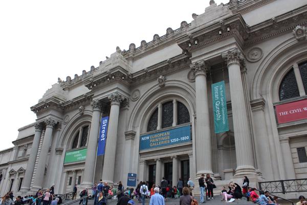 Fachada externa do Metropolitan Museum of Art.