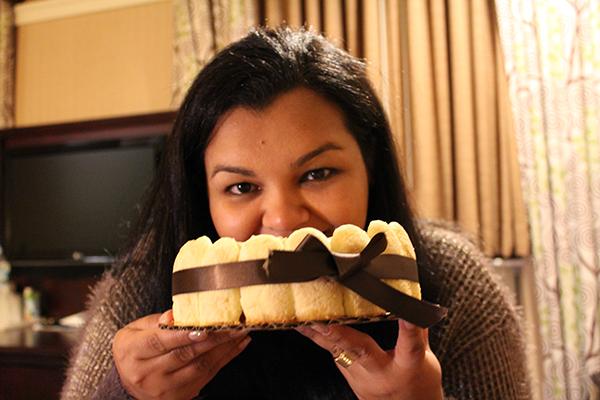 Hora de curtir um bolo todo meeeeuu... Deixei um pedacinho para o maridão, é claro...
