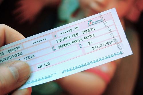 Exemplo de bilhete de trem comprado na hora. Percebe-se que ele já está autenticado, antes de embarcar em alguns trens deve-se autenticar o bilhete se você comprou na hora.