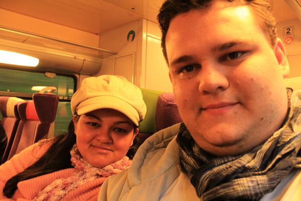 Trem de Paris-Vernon, bem cedinho, por isso essas caras de sono...