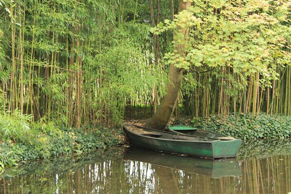 Os famosos barquinhos de Monet ainda estão na água.
