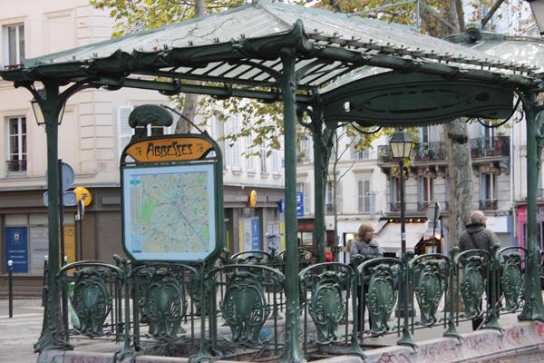 Praça de Abbesses, lugar escondido para dar um ar mais romântico à obra...