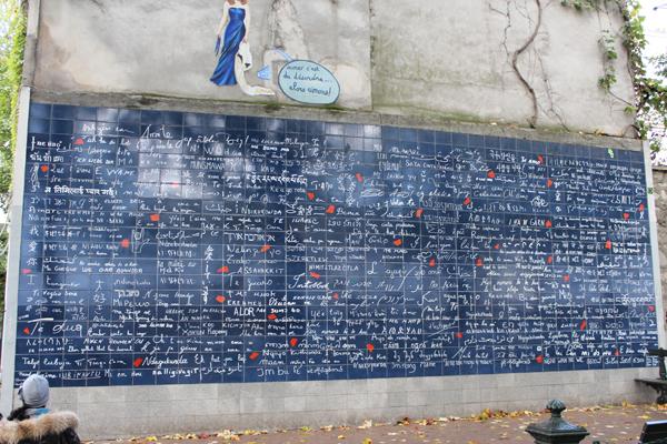 O mur des jet'aime. Um muro dedicado ao amor.