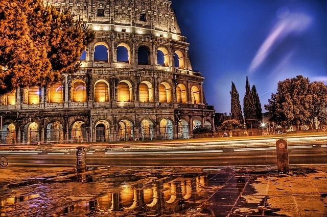 Coliseu, uma das imperdíveis atrações de Roma. (Foo de: Stuck in Customs cc).