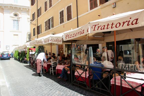 Deliciosos pratos italianos fazem qualquer um se apaixonar por Roma.