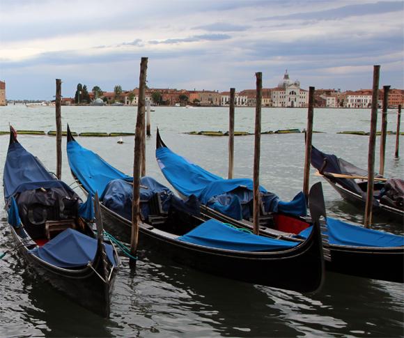 Ponto de gôndolas na Piazza San Marco, muitas gôndolas...