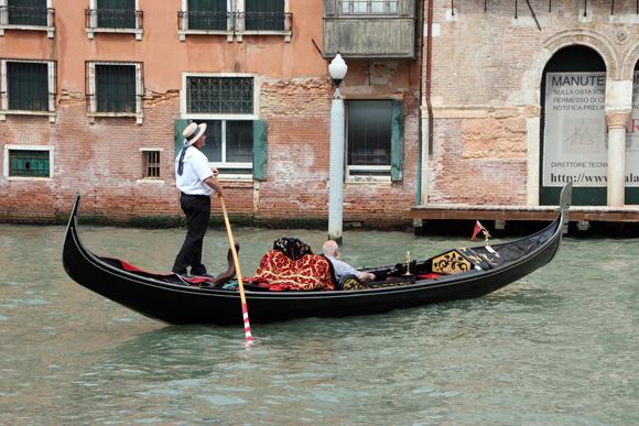 Um passeio de gôndola. Ir à Veneza sem fazer esse passeio é não experimentar Veneza por completo...
