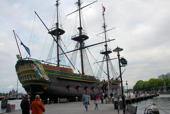 Museu marítimo Nacional (Het Scheepvaart Museum) - um dos passeios imperdíveis é a visita ao Amsterdam, uma réplica exata do navio mais famoso da Holanda...