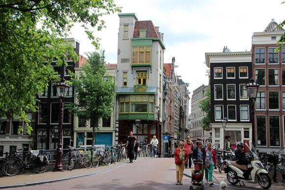 Amsterdam, uma cidade com muitos encantos. Um destino europeu que vale a pena entrar no seu roteiro.