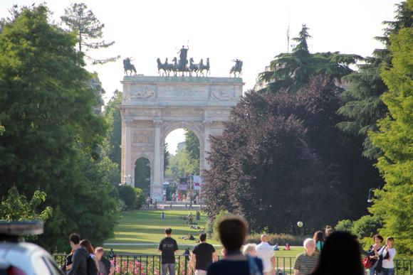Arco da Paz no Parco Sempione. Lembra muito o Arco do Carroussel em Paris. Por que será?