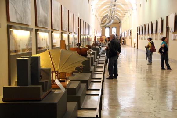 Galeria Leonardo da Vinci, no Museu Nacional de Ciências e Tecnologia de Milão. Inúmeros protótipos dos rascunhos de um dos maiores gênios da humanidade...