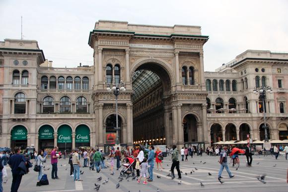 Entrada da Galeria Vittorio Emanuelle, um dos pontos turísticos mais visados em Milão.