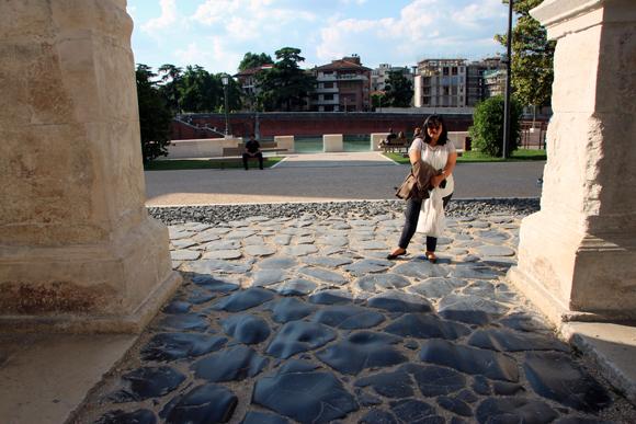 As pedras de Pavimento da época do Império Romano. Emoção pisar no mesmo calçamento de dois mil anos atrás...