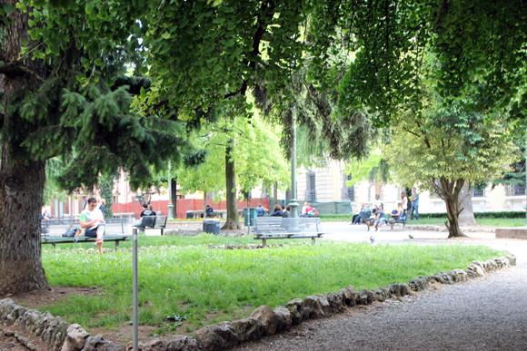 Muito bom descansar em um domingo a tarde numa Piazza dessas.