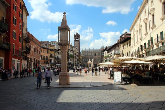 Piazza delle Erbe, um lugar especial no centro de Verona.