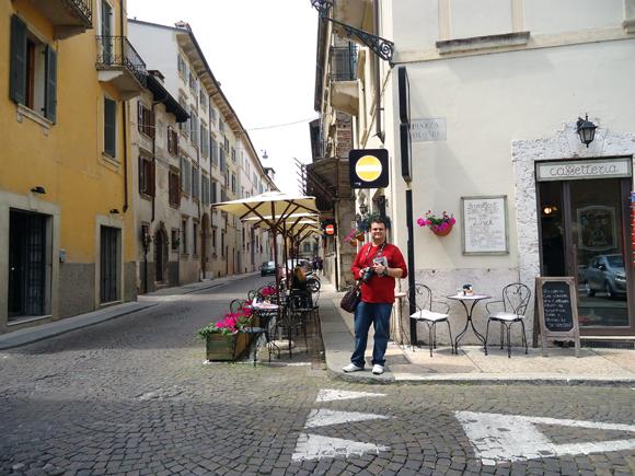 Uma cidade romântica, mas que consome energia... Para recarregar as baterias é só visitar seus inúmeros ristorantes nas calçadas!