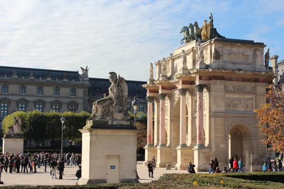 Arco du Carroussel em Paris, os famosos cavalos roubados por Napoleão foram devolvidos, agora estão no lugar cópias dos originais que se encontram em Veneza.