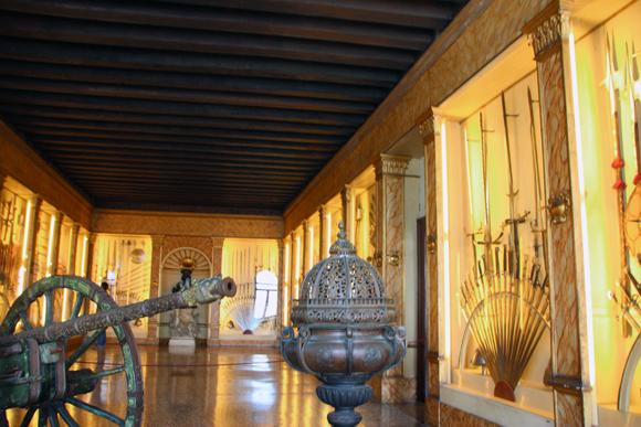 Uma das salas do Palazzo que expões seu arsenal...