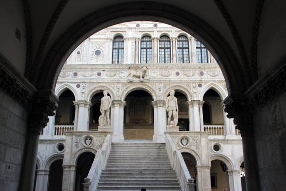 A Scala dei Giganti e seus dois Gigantes.