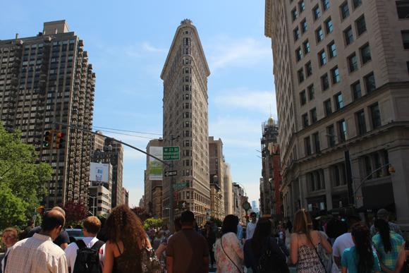 O famoso prédio Flatiron Building - quem nunca o viu em um dos filmes hollywoodianos?