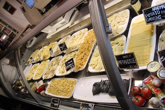 Escolha as massas frescas para levar para casa ou produzir seus pratos na hora mesmo... Só para dar água na boca...