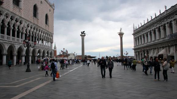 A Piazzeta San Marco e as duas colunas, aqui é a entrada da Laguna para a Piazza San Marco. Entre essas duas colunas muita história há para contar...