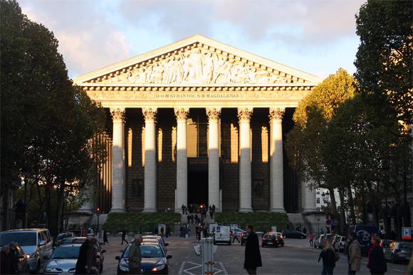La Madeleine, um templo clássico em homenagem à glória militar.