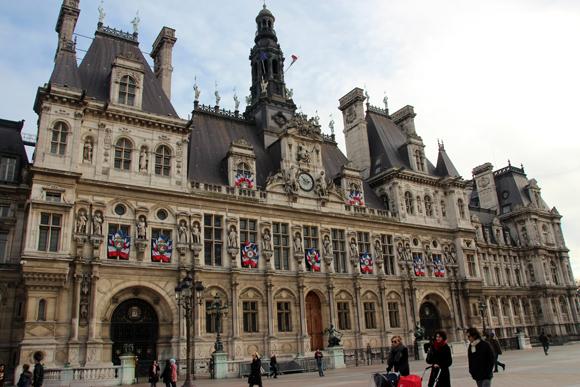 Hôtel de Ville - um dos palácios mais bonitos em Paris. Abriga hoje a prefeitura da cidade.