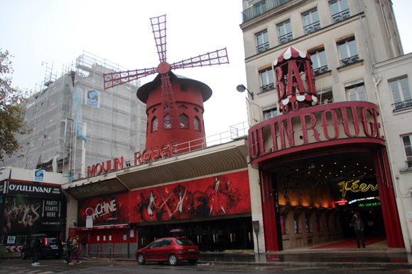 O histórico e famoso cabaré Moulin Rouge.