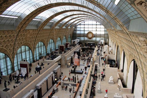 O Museu d'Orsay já foi uma estação de trem e hoje abriga obras de inestimável valor.