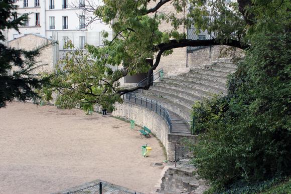 O que sobrou do anfiteatro romano nas Arenas de Lutécia, aqui ocorriam os combates de gladiadores dentre outros.