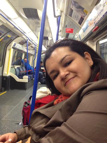 Viagem confortável e tranquila de metrô... Como era ponto final dava para irmos sentados...