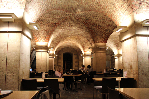 Ambiente do Cafe in the Crypt em St Martin in the Fields