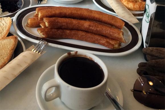 Os famosos churros com chocolate quente, pedido obrigatório!