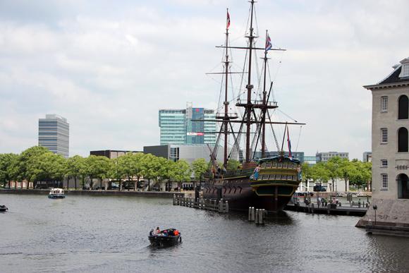 O Amsterdam, a réplica de um navio que naufragado.