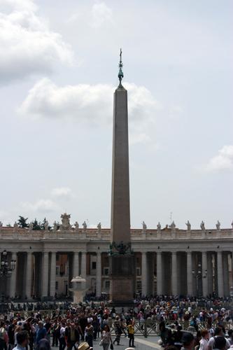 Apinhada de gente em plena tarde. Deixamos para a tarde pois pela manhã preferimos visitar os Museus Vaticanos.