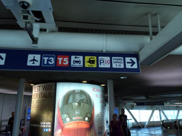Só seguir o trem que você chega à estação, uma boa caminhada até lá...