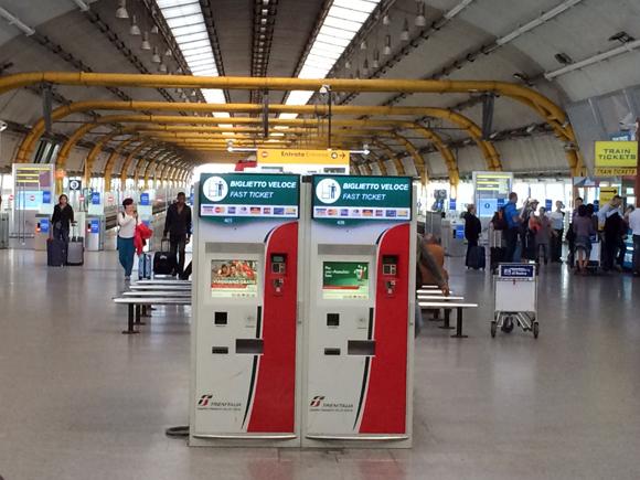 Enfim, chegamos vivos à estação de trens do aeroporto.