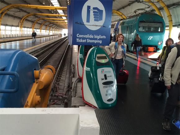 Em hipótese alguma: não se esqueça de validar seus bilhetes nessas maquininhas antes de embarcar!!!!